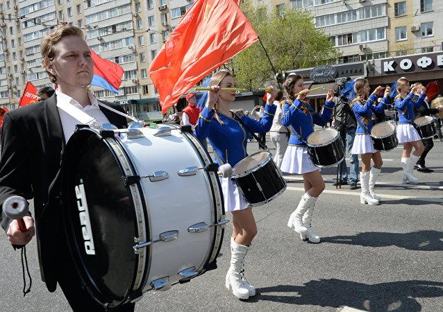 Simpatizantes del Partido Comunista de Rusia durante la marcha en Moscú