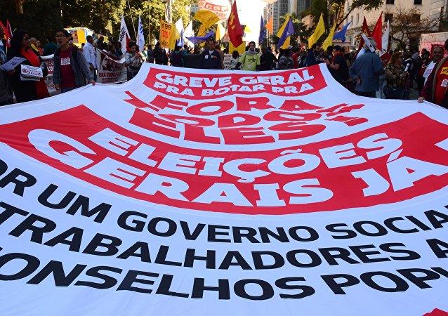 Acto pide nuevas elecciones en Brasil