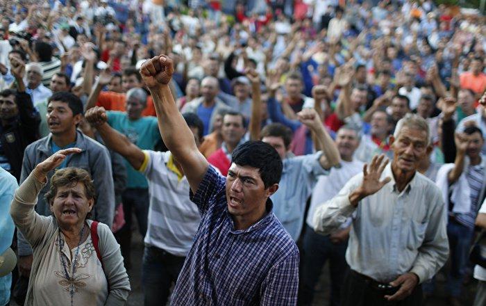 Campesinos paraguayos se manifiestan en Asunción para exigir juicio político a presidente
