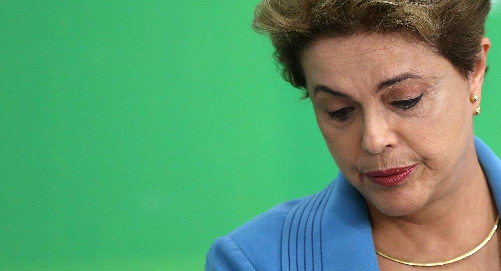 Dilma Rousseff reacciona durante una conferencia de prensa en Brasilia