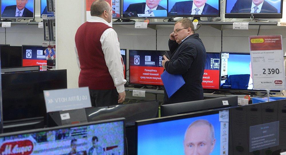 La línea directa con Vladimir Putin, en todas las pantallas de una tienda