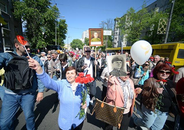 La marcha del Regimiento Inmortal en Kiev