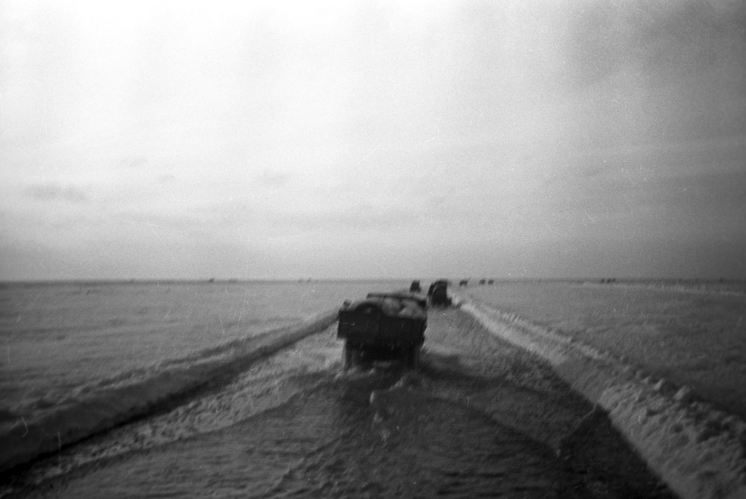 El Camino de la vida que atravesaba el lago de Ládoga. La foto fue tomada en invierno de 1942.