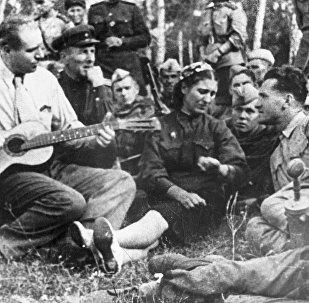 Soldados cantan una canción