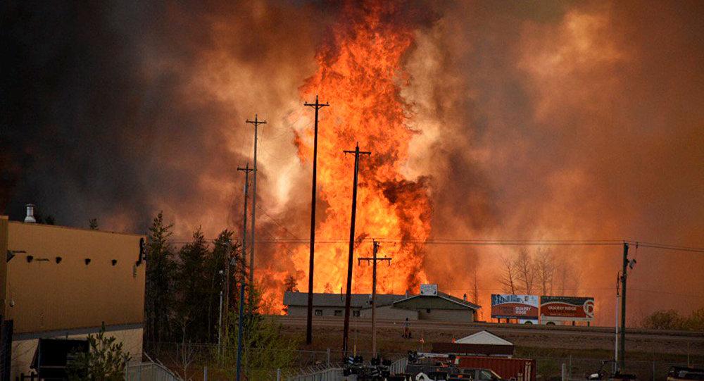 Incendio en la zona industrial de la ciudad canadiense de Fort McMurray
