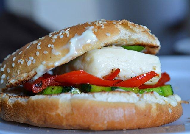 Hamburguesa con queso de cabra (archivo)