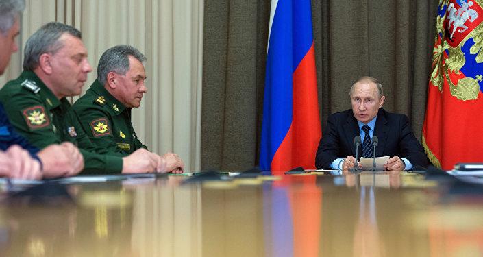 Presidente de Rusia, Vladímir Putin, durante la reunión con los jefes del Ministerio de Defensa ruso