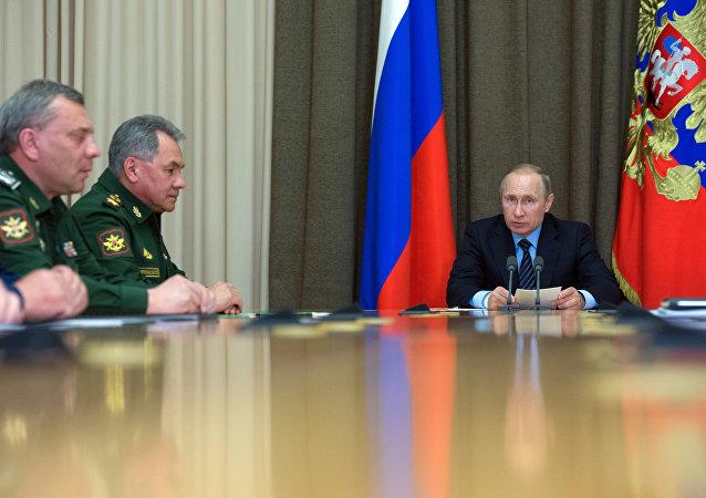 Presidente de Rusia, Vladímir Putin, durante la reunión con los jefes del Ministerio de Defensa ruso (Archivo)