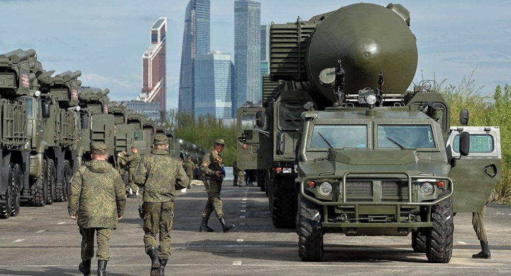 Automóvil blindado Tigr y sistemas de misiles Yars