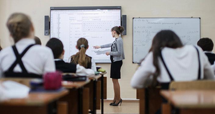 La sociedad les asigna un rol maternal a las mujeres docentes, según la OIT