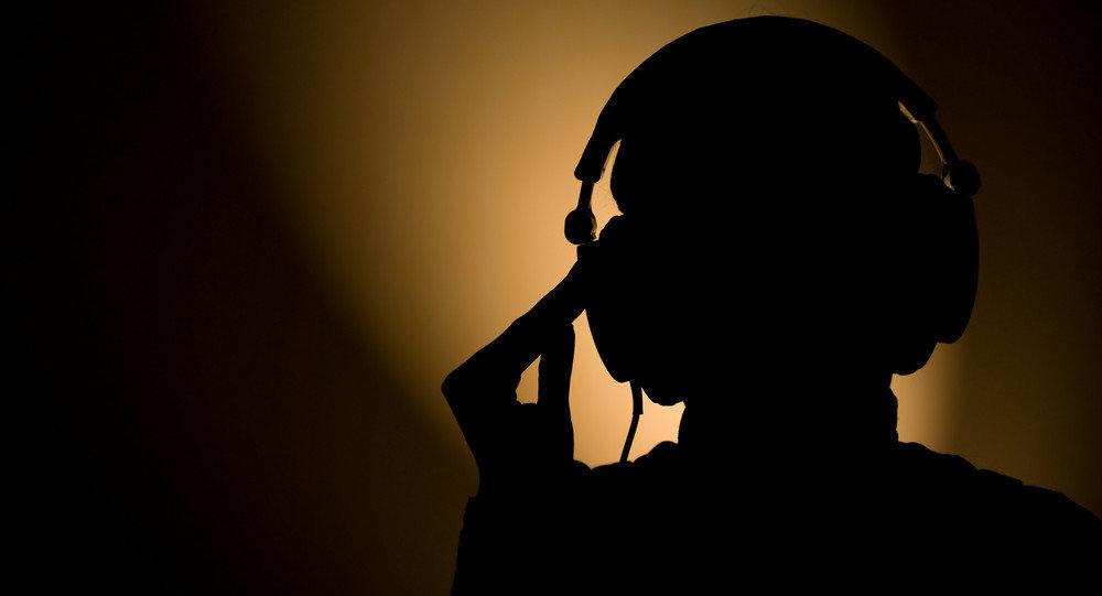Un hombre en los auriculares (Archivo)
