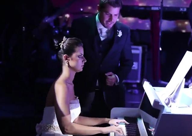 Una novia brasileña toca una canción de Iron Maiden en su boda