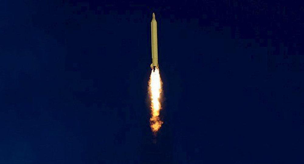 Irán lanza un misil balístico (archivo)