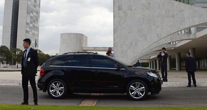 Dilma Rousseff llega en carro al Palacio presidencial de Planalto en Brasilia