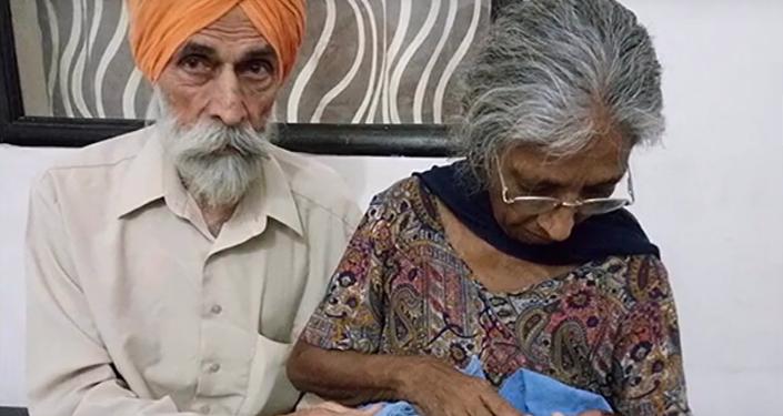 Un pareja de ancianos en India da a luz a su primer hijo