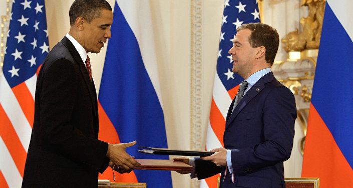 Barack Obama y Dmitri Medvédev firman el Tratado START, 8 de noviembre de 2010