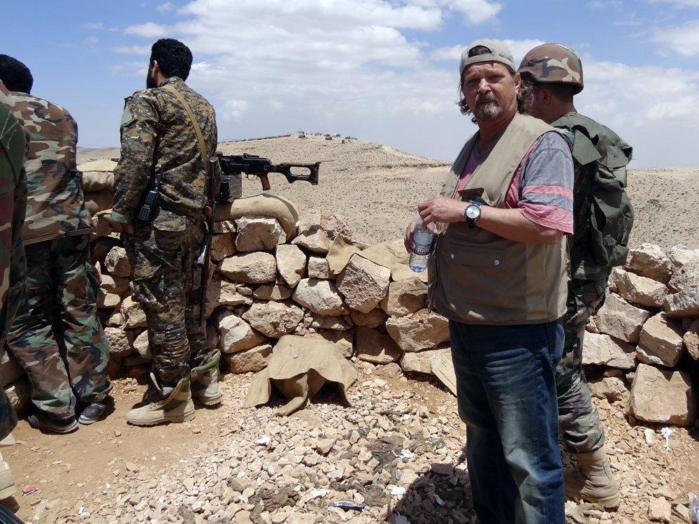 El periodista cubano, en las zonas de combate de las montañas de Qalamoun