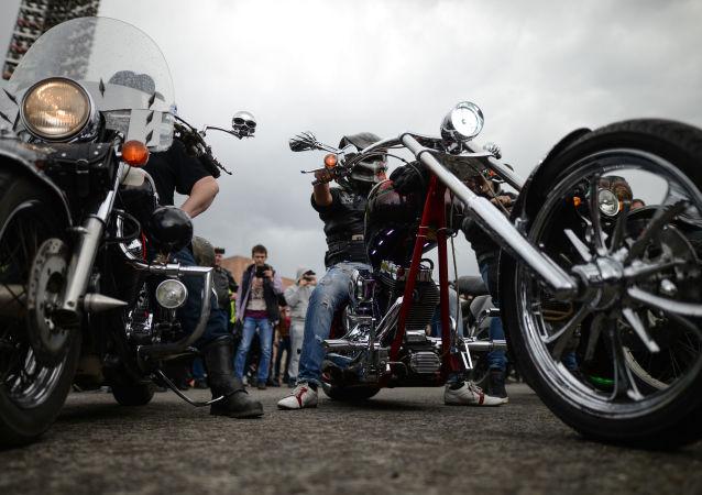 """Amor en dos ruedas: los """"caballos de hierro"""" siberianos"""
