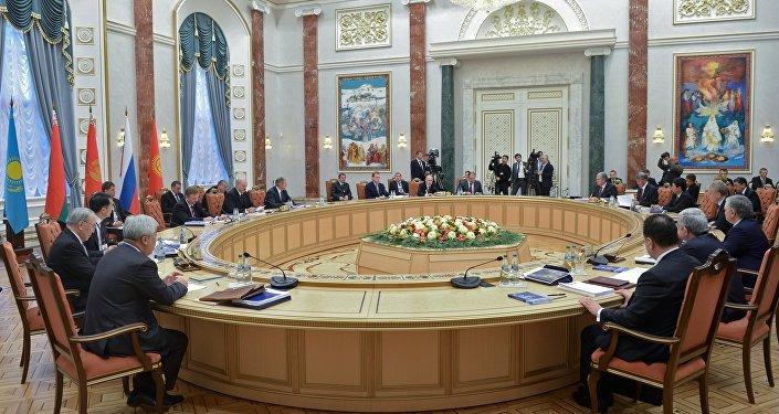 Una reunión de los mandatarios de estados miembros de la UEE