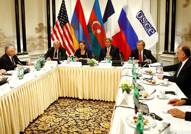 Reunión sobre la situación en Nagorno Karabaj en 2016 (archivo)
