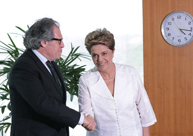 Secretario General de la OEA, Luis Almagro, y Dilma Rousseff, presidenta suspendida de Brasil