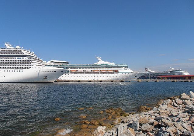 Cruceros de pasajeros (archivo)