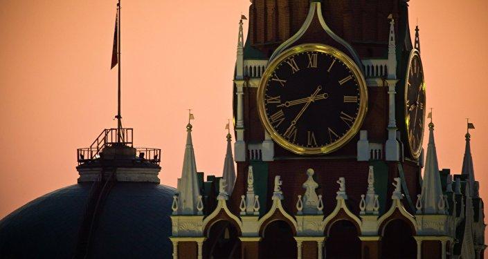 Torre del Salvador en el Kremlin de Moscú