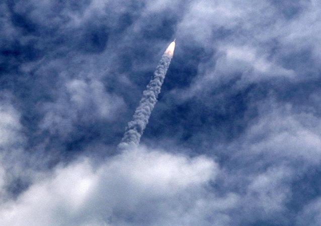 Lanzamiento de un satélite (imagen referencial)