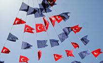 Las banderas turcas y de la UE