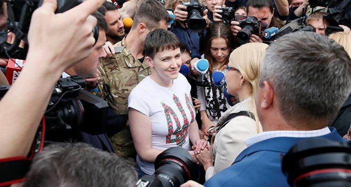 Nadezhda Sávchenko en el aeropuerto internacional Boríspol en Kiev