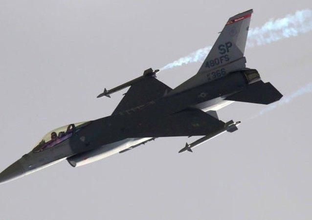 Avión F-16 turco