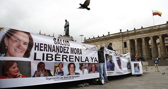 La gente pide la liberación de los periodistas secuestrados