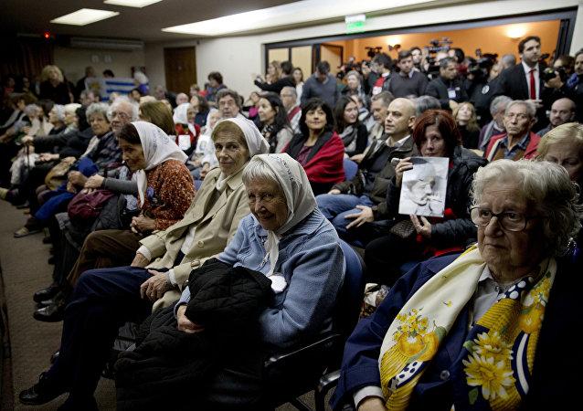 Victimas escuchan la sentencia en el juicio del Plan Cóndor en Buenos Aires, Argentina.