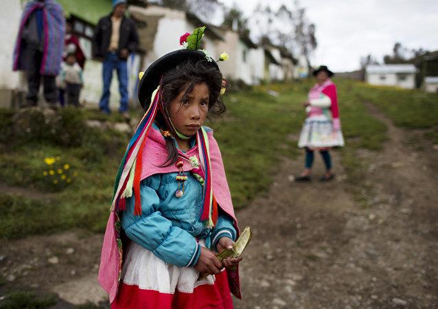 Una niña indígena de Perú