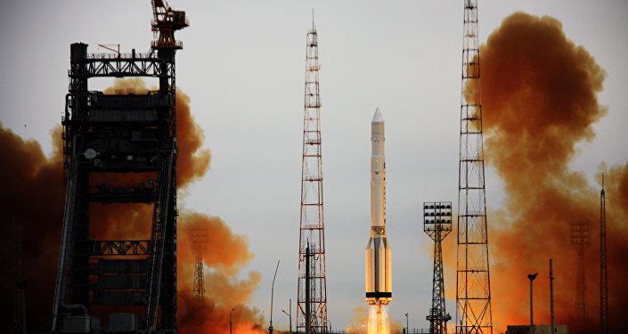 Lanzamiento del cohete-portador Proton-K con el satélite militar