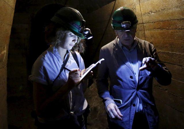 Un túnel cerca del sitio donde supuestamente se halla el llamado tren de oro nazi