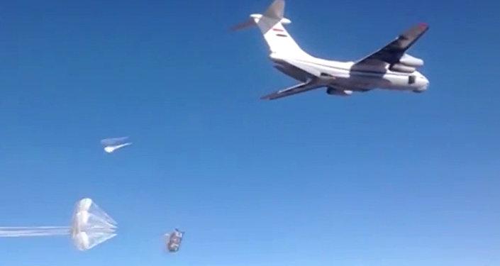 Avión Il-76 lanza ayuda humanitaria en Siria (archivo)