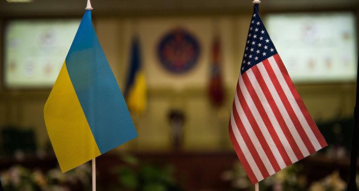 Banderas de Ucrania y EEUU