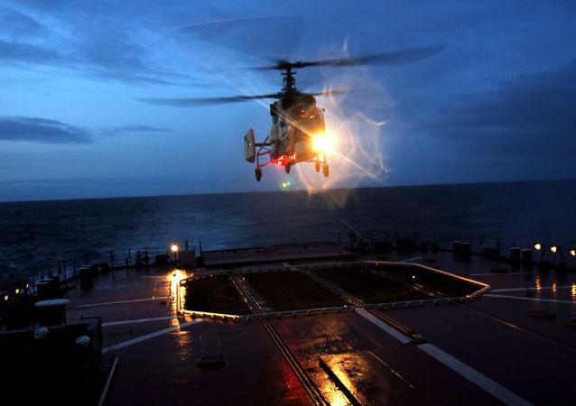 Helicóptero de la Flota rusa del Norte (archivo)