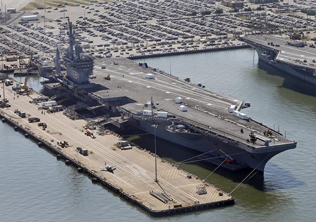 El portaaviones estadounidense Eisenhower