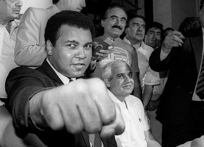 Muhammad Ali durante un conferencia de prensa. Ciudad de México, 9 de julio de 1987.