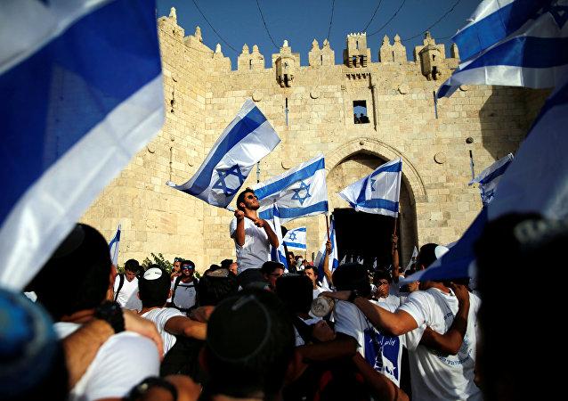 Los israelies desfilan por las calles de Jerusalén