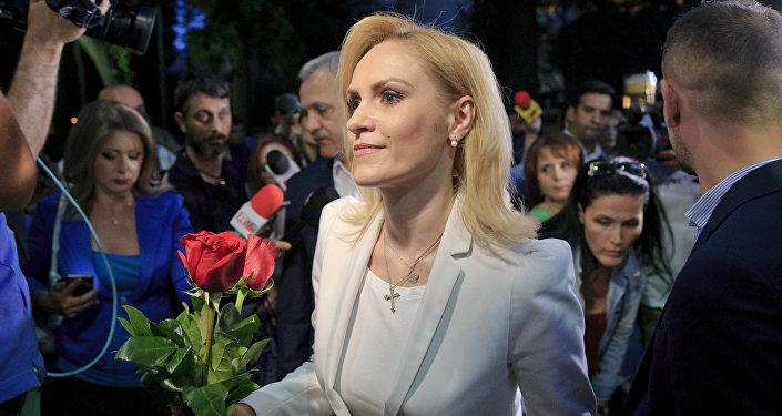 Gabriele Firea, candidata del Partido Socialdemócrata de Rumanía, después de haber ganado las elecciones a la alcaldía de Bucarest