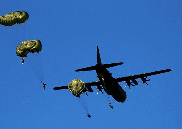 Paracaidistas británicos durante las maniobras de la OTAN Anaconda-6 en Polonia