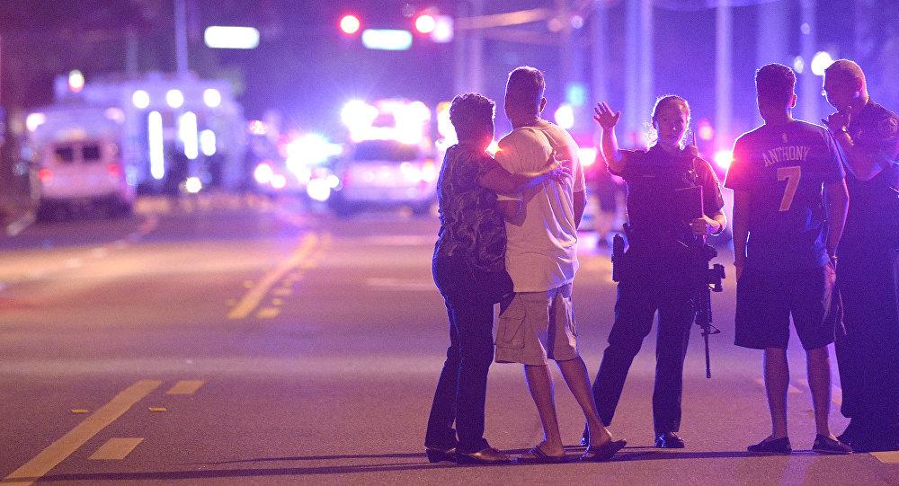 Los policías de Orlando, Florida, cerca del club nocturno atacado