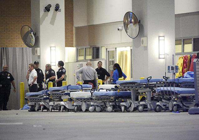Los médicos cerca de la hospital de la ciudad de Orlando