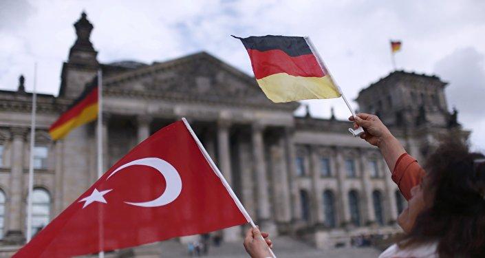 Banderas de Alemania y de Turquía