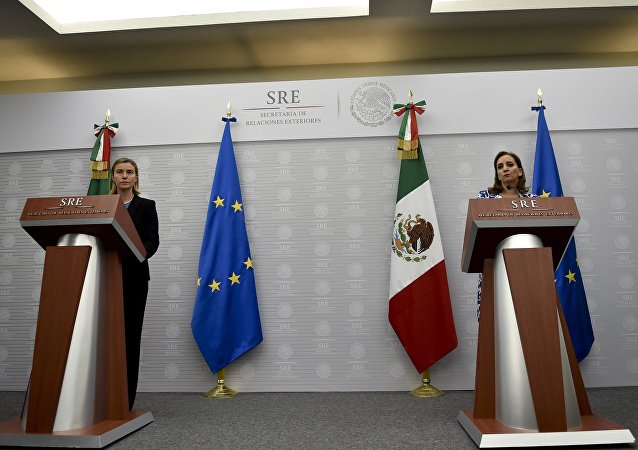 Jefa de la diplomacia europea, Federica Mogherini y ministra de Exteriores de México, Claudia Ruiz