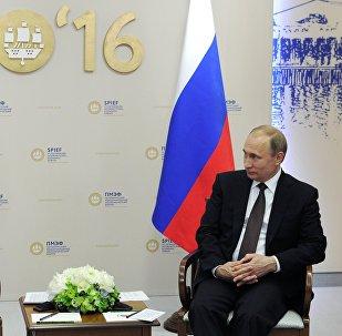 Reunión del presidente de Rusia, Vladímir Putin con el primer ministro de Italia, Matteo Renzi