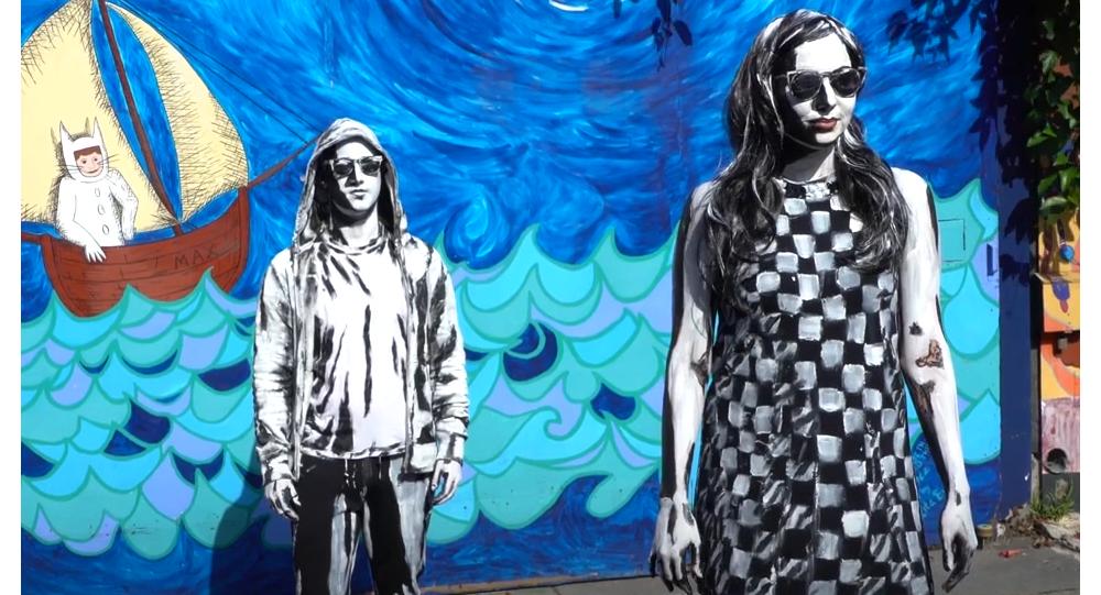 Vuelta de tuerca a Dalí: pintora transforma personas en arte surrealista